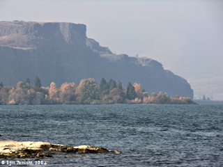 Image, 2004, Rowena Basalts, Oregon side, from Mayer State Park, Oregon, click to enlarge