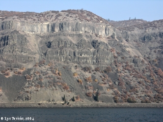 Image, 2004, Rowena Gap basalts, Washington side, from Mayer State Park, Oregon, click to enlarge