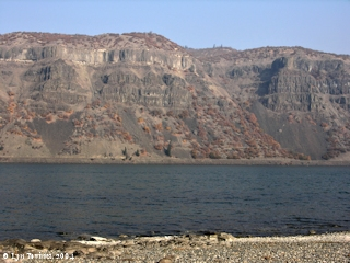 Image, 2004, Rowena Gap, Washington side, from Mayer State Park, Oregon, click to enlarge