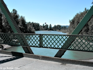 Image, 2004, Sandy River Bridge looking downstream, click to enlarge
