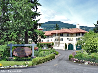 Image, 2005, Columbia Gorge Hotel, Hood River, Oregon, click to enlarge