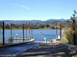 Image, 2005, Boat ramp at Dodson, Oregon, click to enlarge