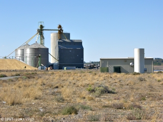 Image, 2005, Grain elevator, downstream of Irrigon, Oregon, click to enlarge