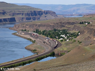 Image, 2005, Wishram, Washington, and railroad bridge, click to enlarge