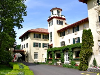 Image, 2006, Columbia Gorge Hotel, Hood River, Oregon, click to enlarge