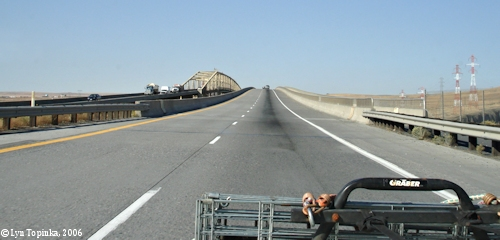 Image, 2006, Interstate 82/395 Bridge looking towards Washington, click to enlarge