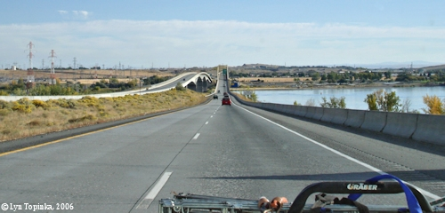 Image, 2006, Interstate 82/395 Bridge looking towards Oregon, click to enlarge