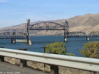Image, 2006, Oregon Trunk Line Railroad Bridge, Oregon side, click to enlarge