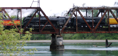 Image, 2007, SP4449 and UP844, Lewis River Bridge, Washington, click to enlarge