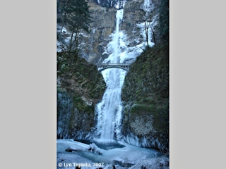 Image, 2007, Multnomah Falls, Oregon, click to enlarge