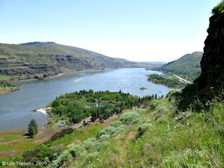 Image, 2009, Columbia River, upstream from Rowena, click to enlarge