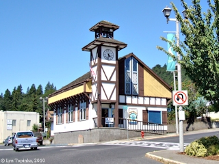 Image, 2010, White Salmon street scene, click to enlarge