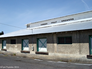 Image, 2011, Mosier Fruit Growers building, click to enlarge