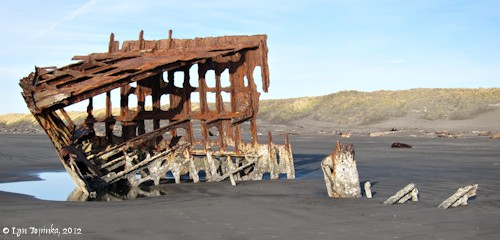 Image, 2012, Peter Iredale shipwreck, Fort Stevens State Park, click to enlarge