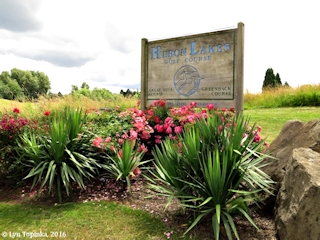 Image, 2016, Heron Lakes Golf Course sign, Oregon, click to enlarge