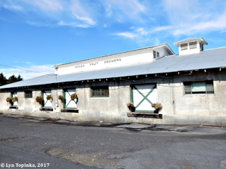 Image, 2017, Mosier Fruit Growers building, click to enlarge